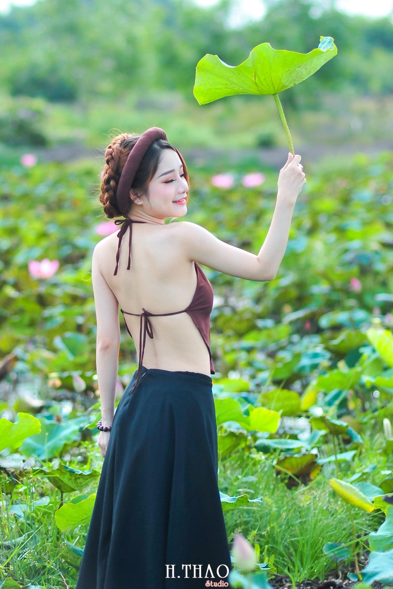 anh sen 8 - Thiếu nữ bên hoa sen - Model Ngọc Huyền