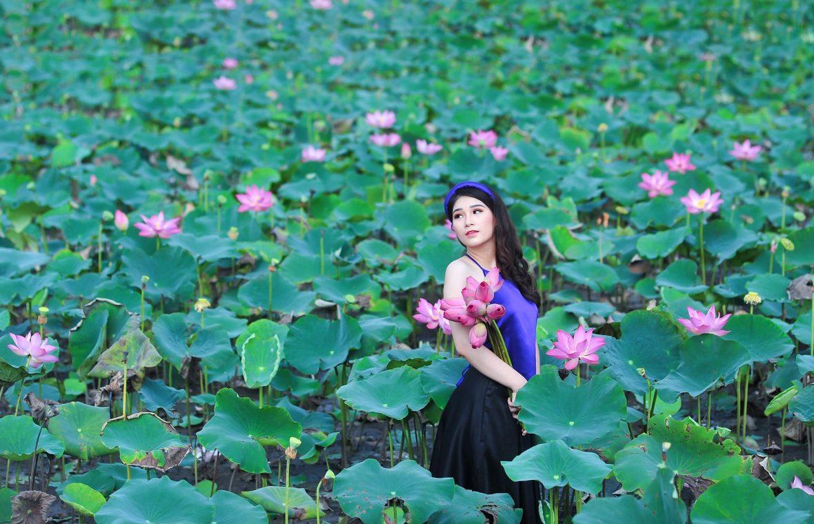 anh sen 9 1180x760 - Bộ ảnh Sen với áo yếm đẹp nhẹ nhàng - HThao Studio