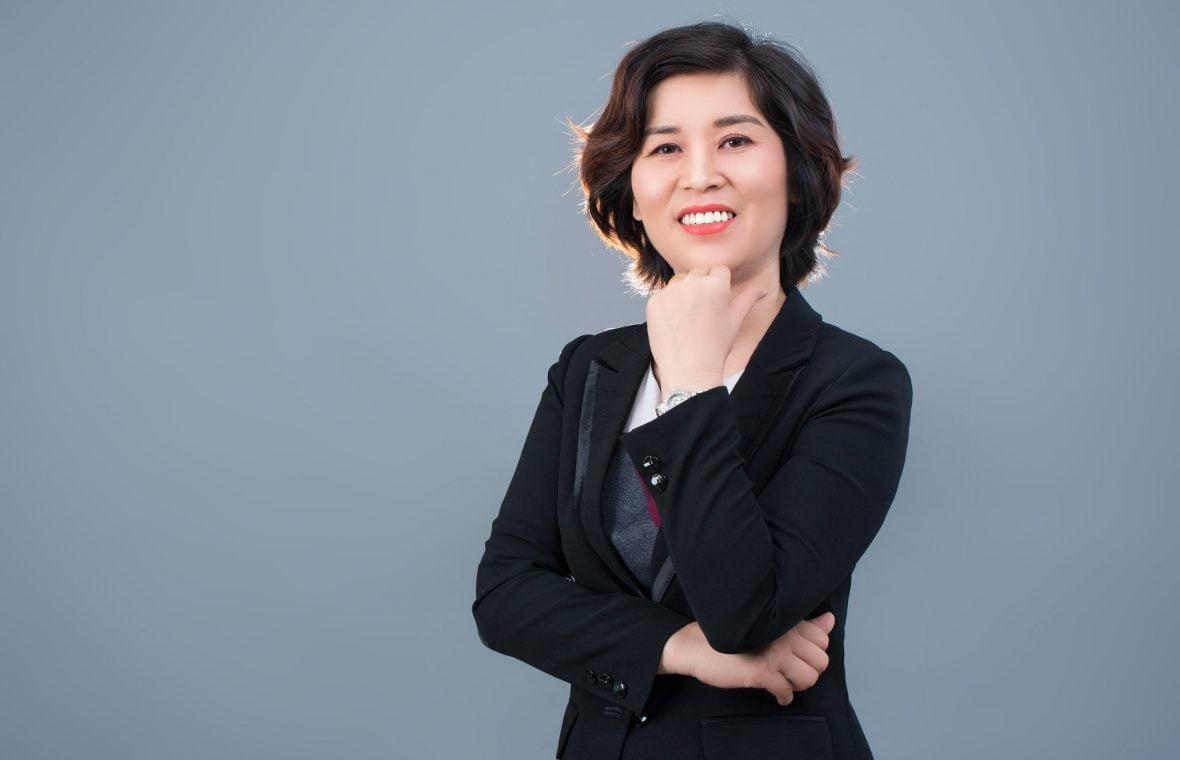 chan dung nu 2 1180x760 - Album ảnh doanh nhân chị Quỳnh sang trọng, quý phái - HThao Studio