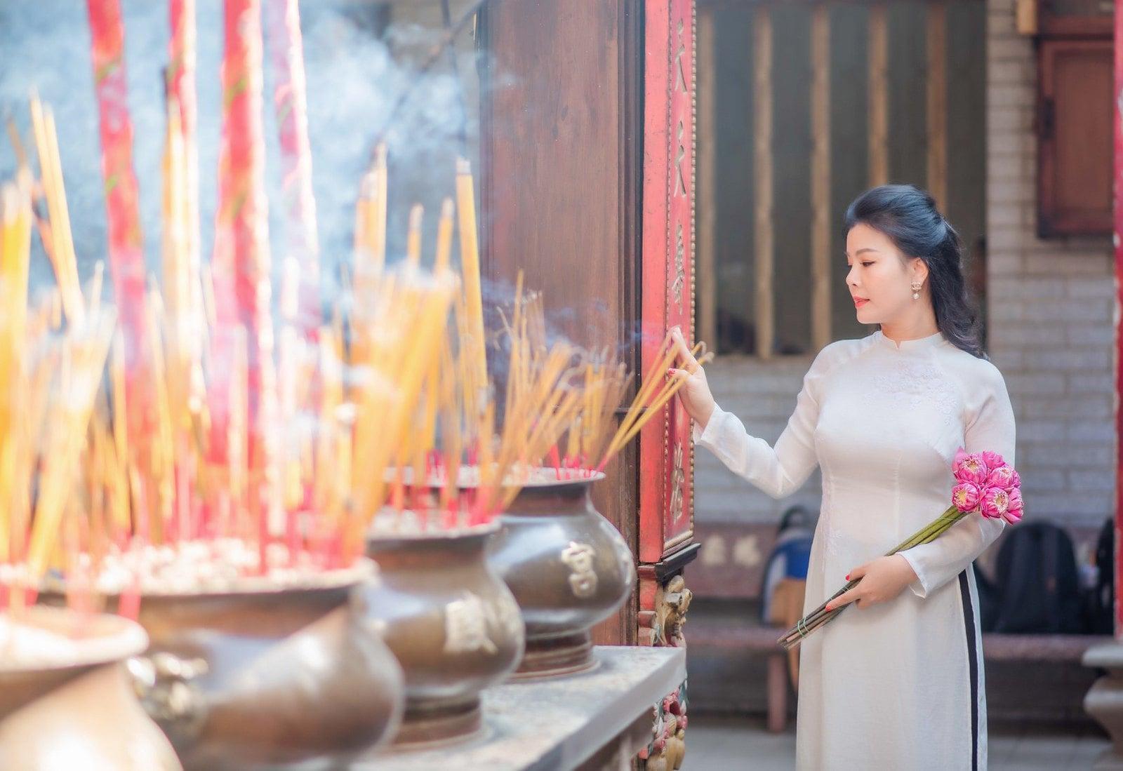 chùa bà thiên hậu áo dài