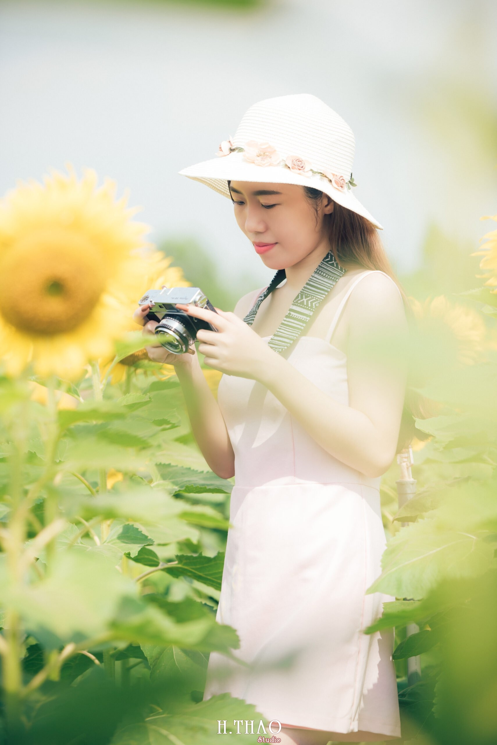 Anh be Mai 10 scaled - Concept Chụp ảnh nghệ thuật phong cách Vintage - HThao Studio