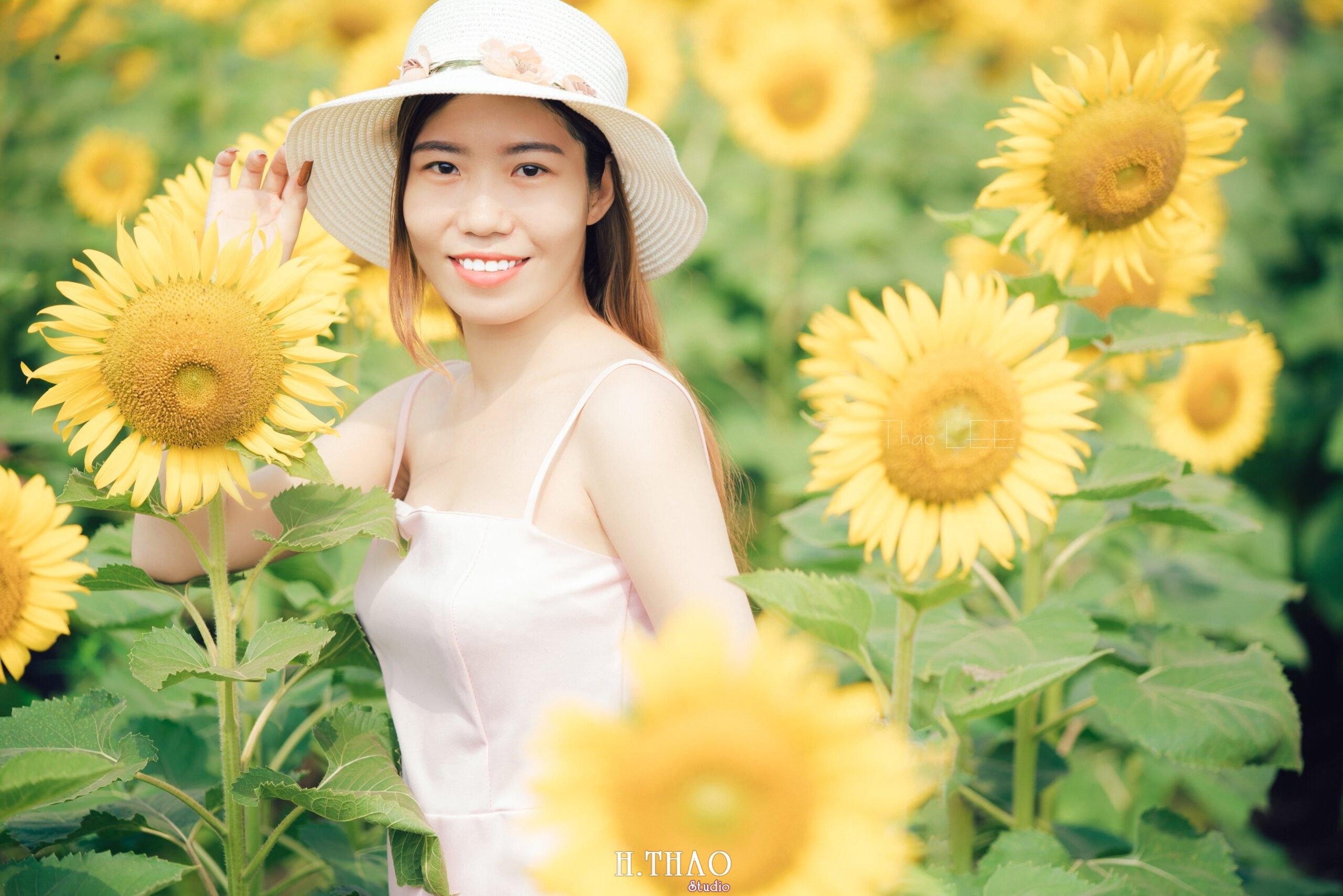 Anh be Mai 3 scaled - Chụp ảnh với hoa hướng dương tuyệt đẹp giữa lòng Sài Gòn