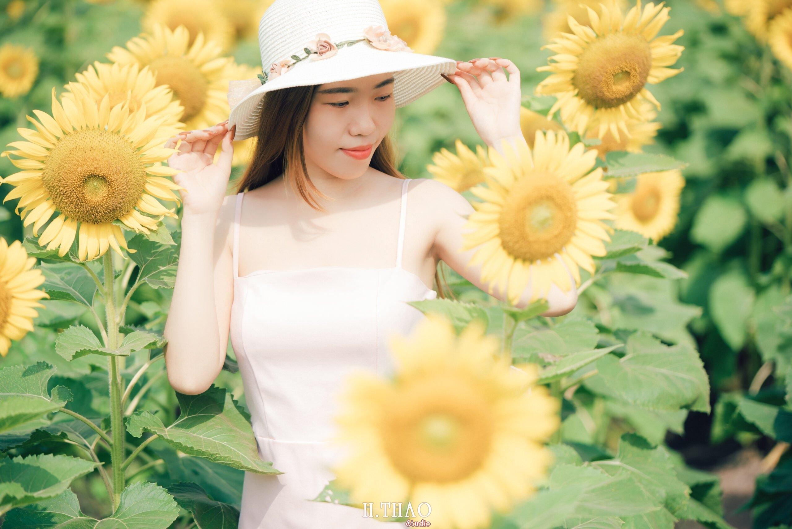 Anh be Mai 4 scaled - Chụp ảnh với hoa hướng dương tuyệt đẹp giữa lòng Sài Gòn