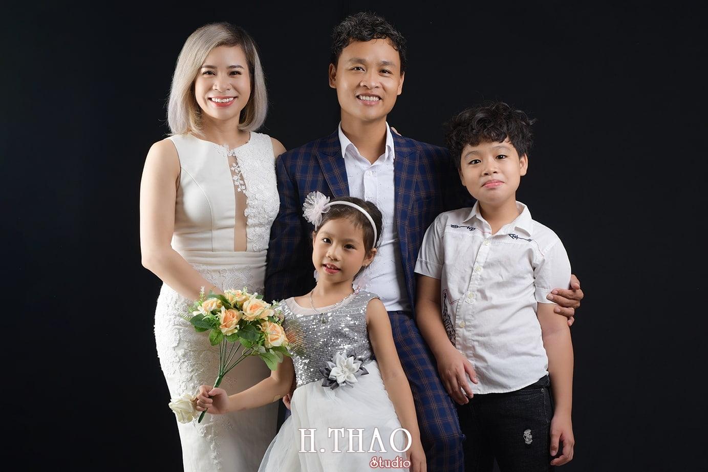 Hình chụp gia đình trong studio đẹp - chất