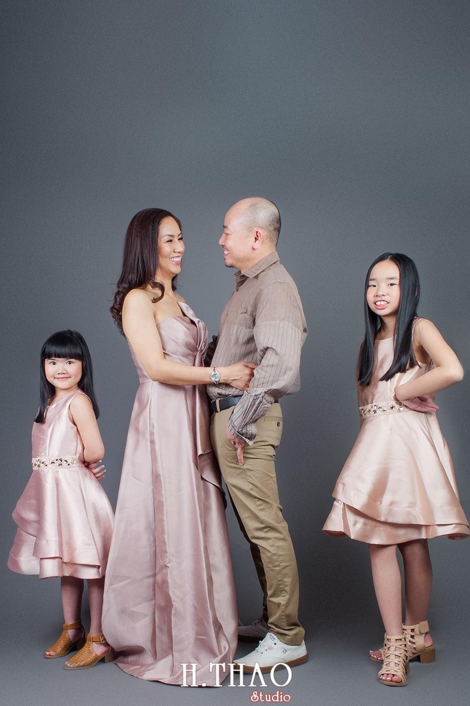 Anh gia dinh 9 - 19 cách tạo dáng chụp ảnh gia đình tự nhiên nhất - HThao Studio